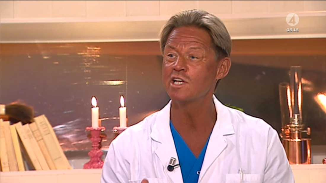 Tv-läkaren Mikael Sandström hade varit på semester och skaffat en bränna. Det uppmärksammades av tittarna...