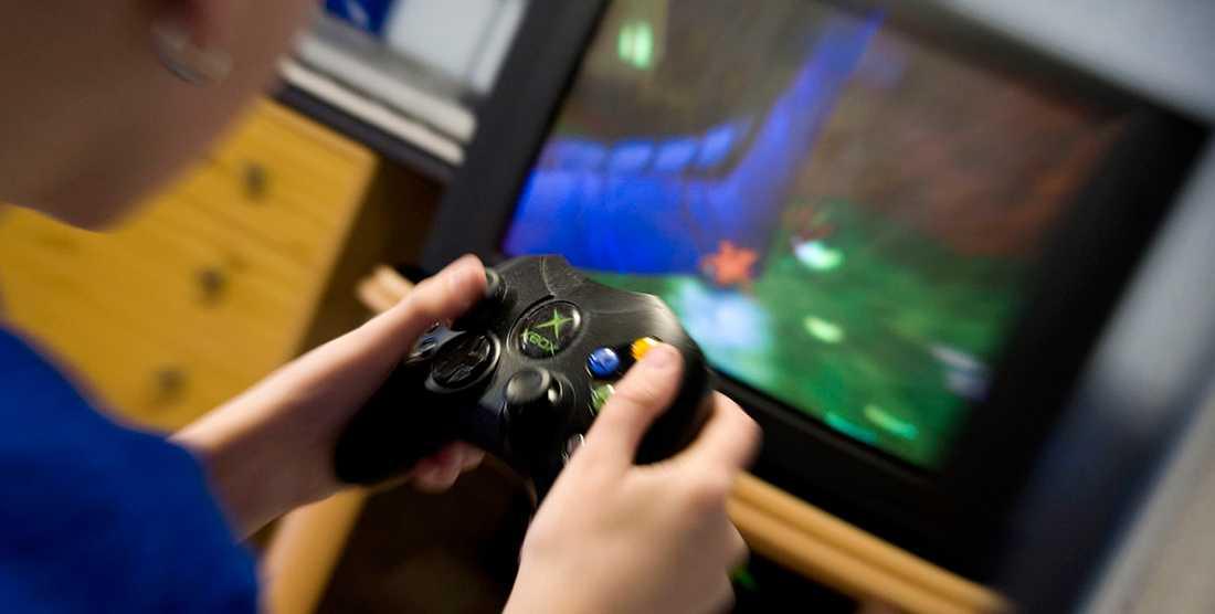 """""""Det är själva grejen med tv-spel, ja med allt internetanvändande skulle jag säga: det ger oss illusionen av att vara användare, känslan av att vara ett subjekt, det vill säga någon som bestämmer över sitt eget agerande"""", skriver Sven Anders Johansson."""