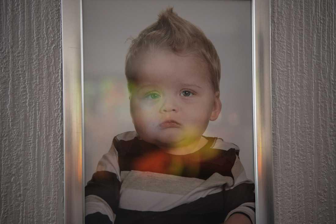 När Cimon var fem månader gammal upptäcktes att allt inte stod rätt till. Han har en genmutation som orsakat hans svåra hjärnskador och epilepsi. Cimon är ett av endast sex dokumenterade fall i världen.
