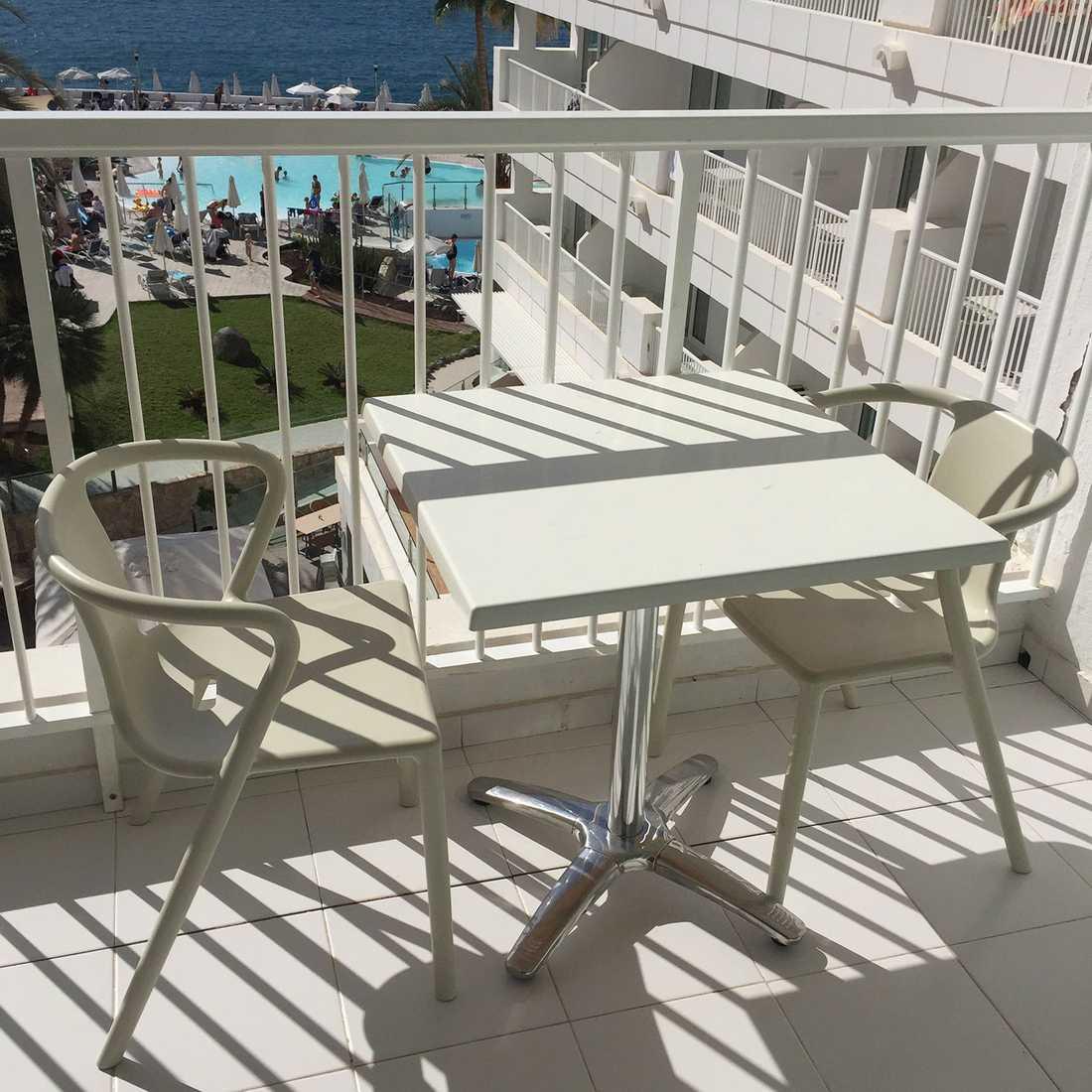 Flera tidigare gäster varnar för balkongerna på hotellet.