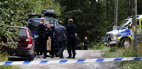 En man greps på Ingarö utanför Stockholm. Han är nu misstänkt för dubbelmord.