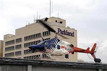 Kenny Bräck fördes till Parkland Hospital i Dallas med helikopter efter den svåra kraschen.