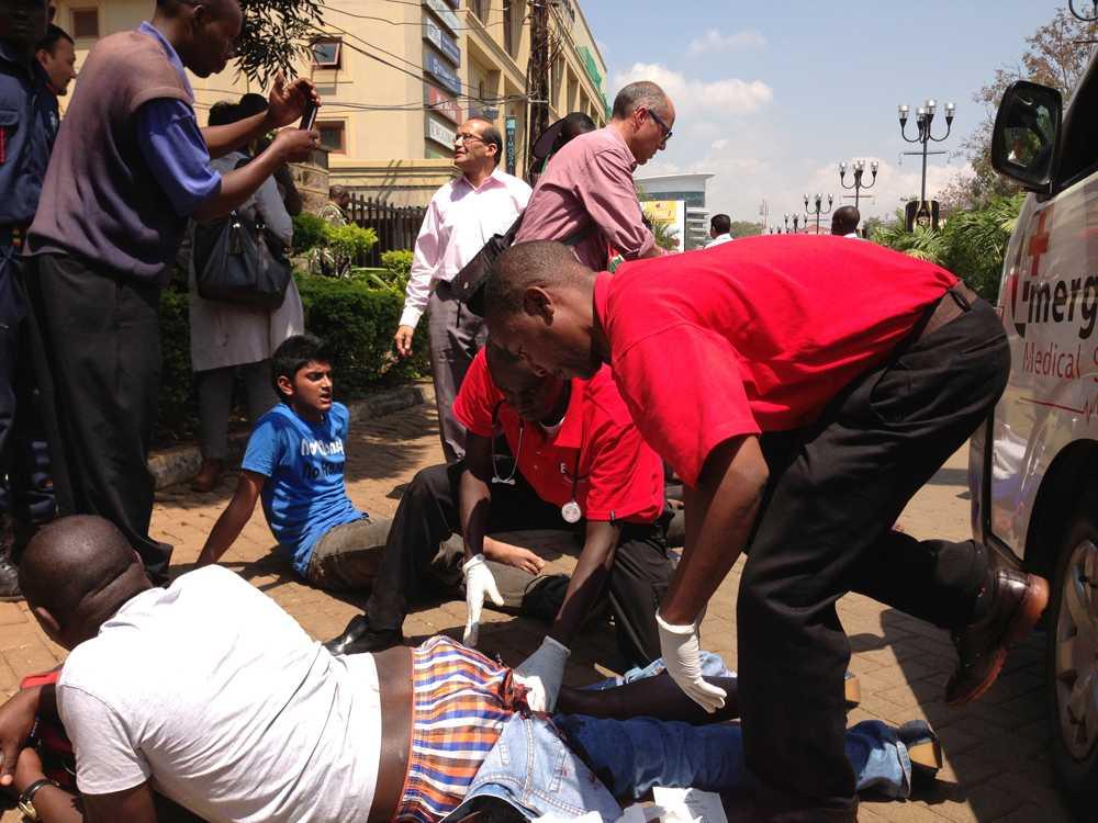 En man får vård efter att ha träffats av skott i samband med attacken mot Westgate.