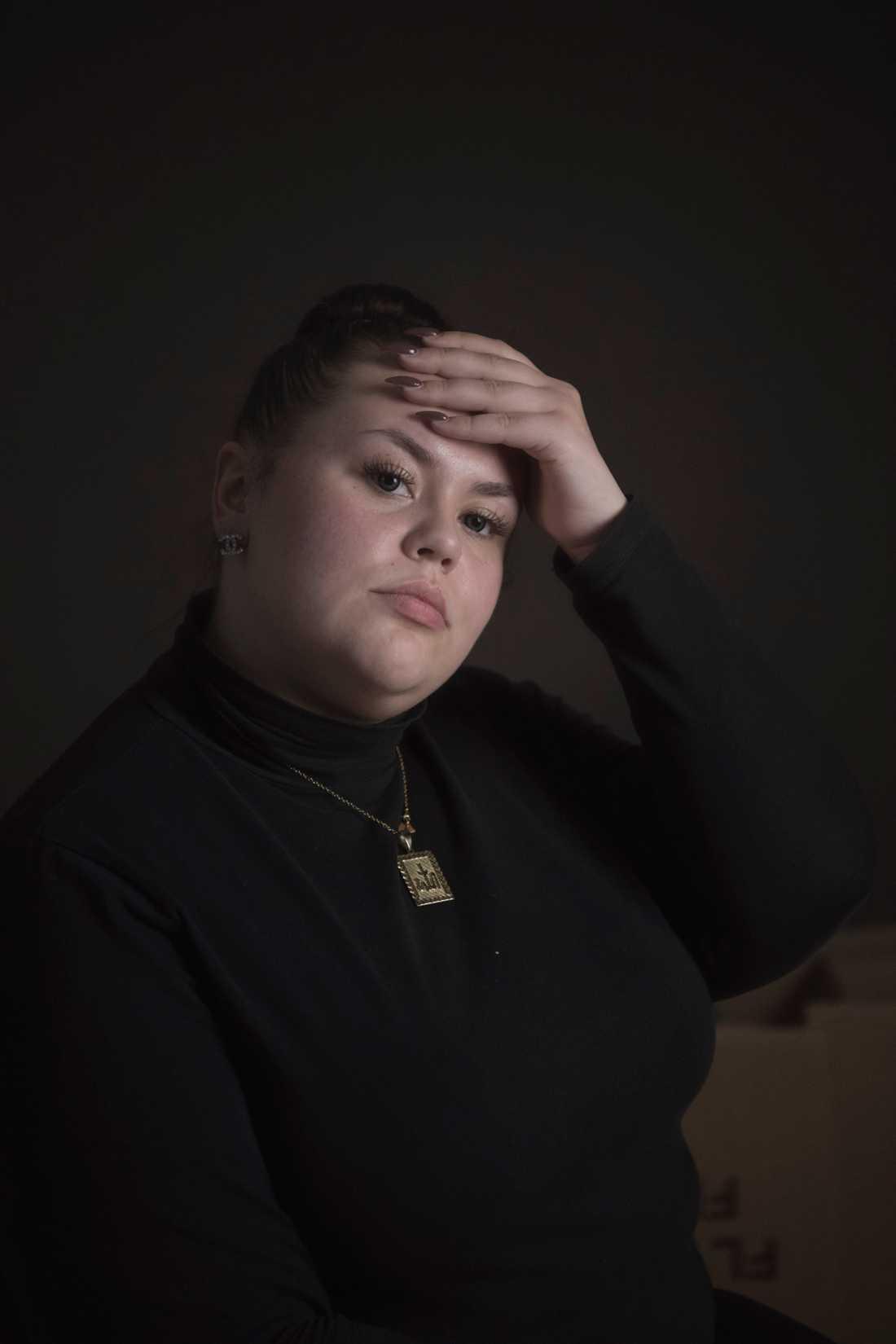 Livia, 18, säger att sexuella relationer mellan personalen och de intagna var vanligt.