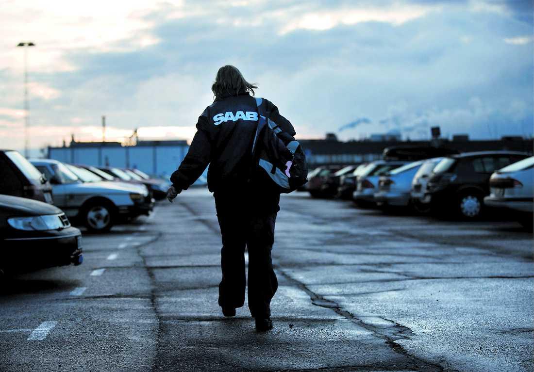 """Sista hoppet? Saabs ägare funderar på konkurs om inte företaget kan säljas eller beviljas lån. """"2 500 Trollhättanbor riskerar att bli utan jobb"""", säger kommunalrådet Gert-Inge Andersson."""