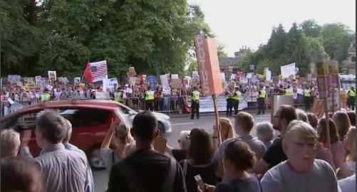 Stora demonstrationer i London vid besöket