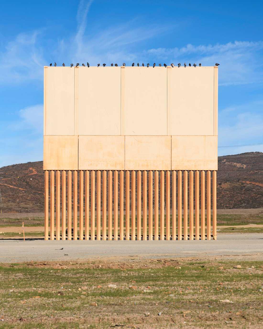 En prototyp av en gränsmur i San Diego nära den amerikanska och Mexikanska gränsen. Sett från Tijuana, Mexico 2018.