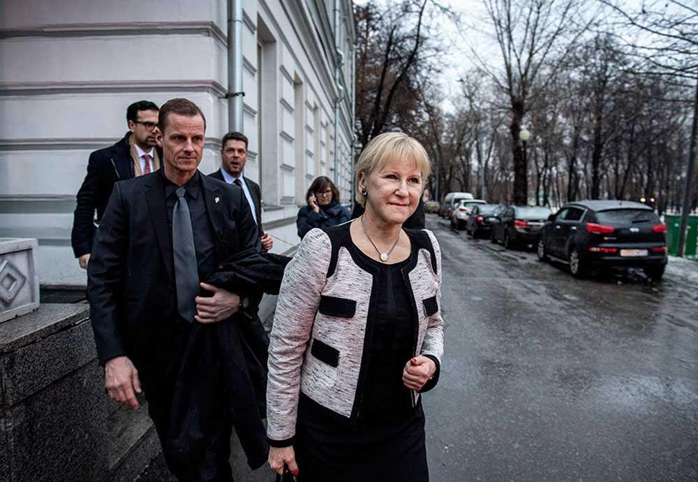 Margot Wallström på väg från besöket på Sacharov Centrum.