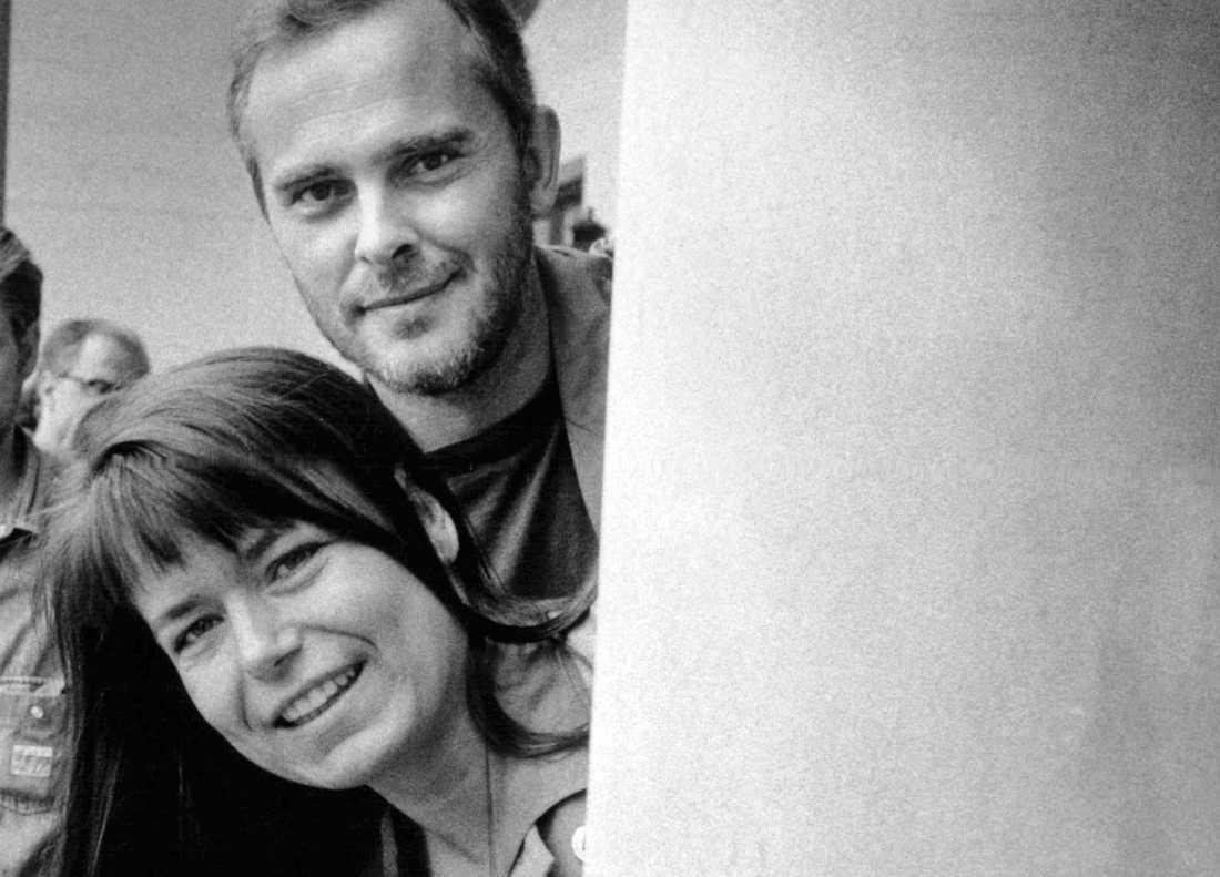 Inför premiären i september 1990 presenterade TV4 sina nyhetsankare Lotta Mossberg och Bengt Magnusson.