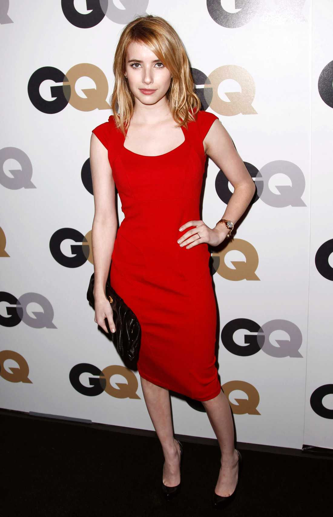 """Emma Roberts i rött på tidningen GQ:s gala """"Men of the Year"""" i Los Angeles."""