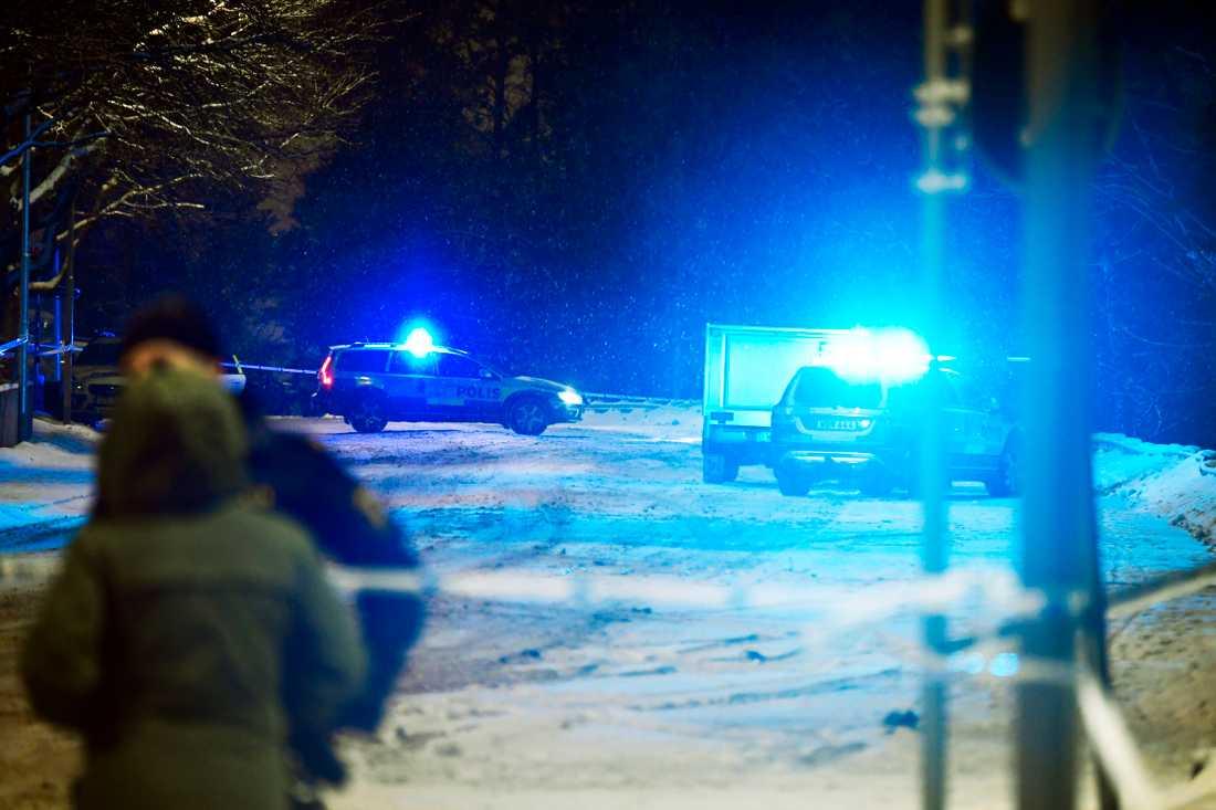 En ung man sköts ihjäl i Jakobsberg i onsdags kväll.