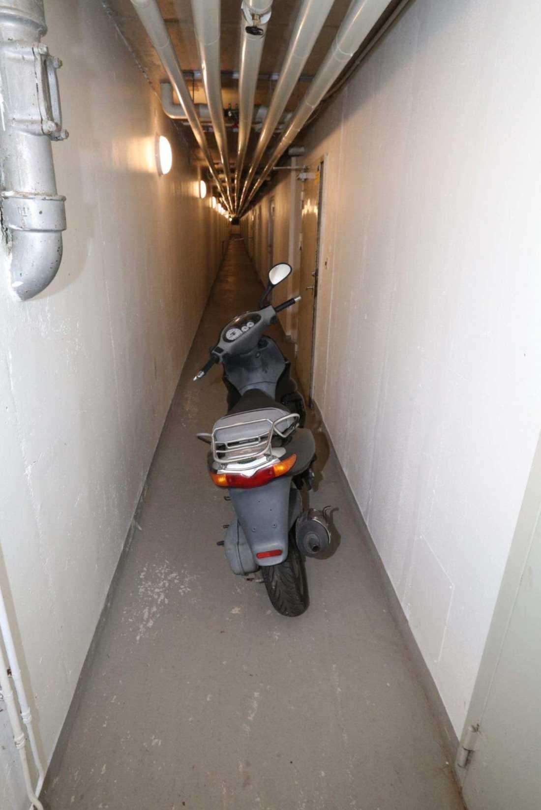Flyktfordonet hittades i en källare i Vårby gård.