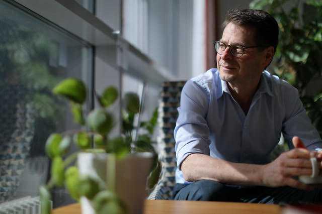"""""""Vi vet inte varför vissa förblir sjuka under en lång tid"""", säger Hans-Gustaf Ljunggren, professor i infektionsmedicin på Karolinska institutet."""