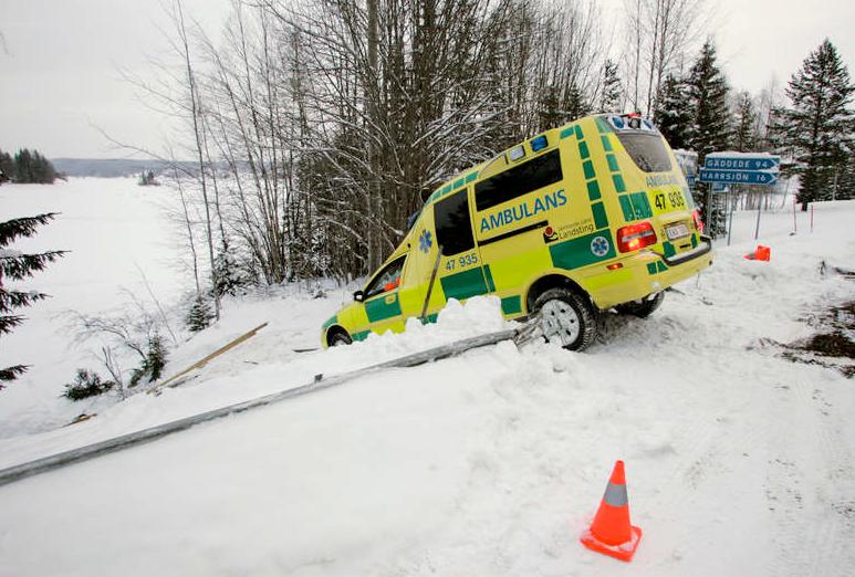 STRÖMSUND Ambulansen från Gäddede i Strömsund kommun var på väg till Norråker när den körde av vägen.