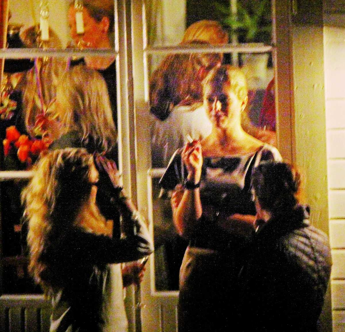 I helgen festade prinsessan Madeleine med sina vänner – och fastnade på bild rökande en cigarett. Aftonbladet har sökt prinsessan för att få en kommentar om vad hon tycker om det faktum att rökningen är del av unga svenska tjejers liv.