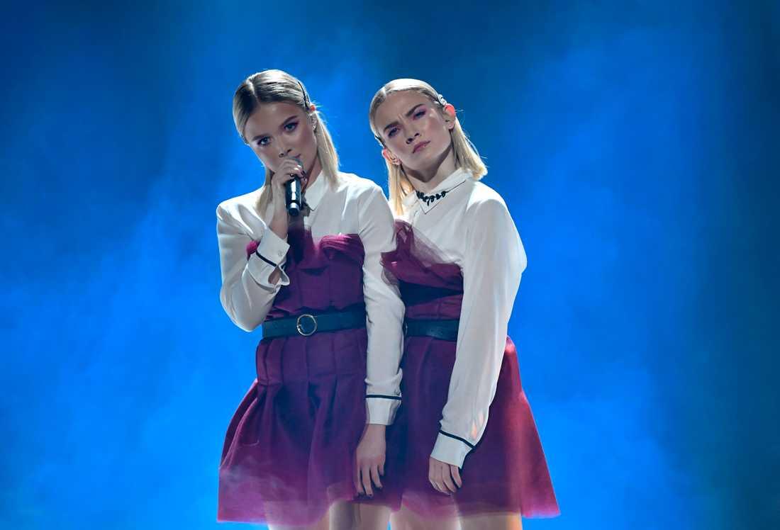 """Malou Prytz och hennes tvillinglika dansare får tävla vidare i Andra chansen med """"Ballerina""""."""