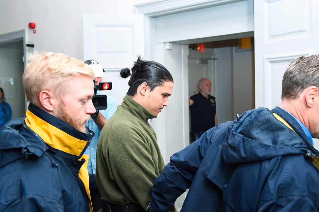 Muhammad Rajabi lämnade hovrättsförhandlingen redan på förmiddagen.