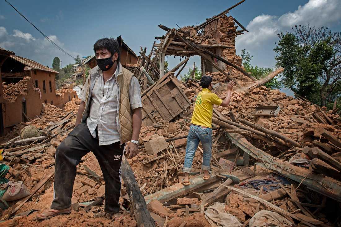 De 60 husens by. 17 personer dog här under jordbävningen och alla husen är totalförstörda.