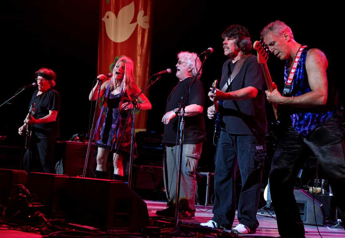 "Med Jefferson Starships Cathy Richardson, David Freiberg och Slick Aguilar på ""Heros of Woodstock"" 2009."