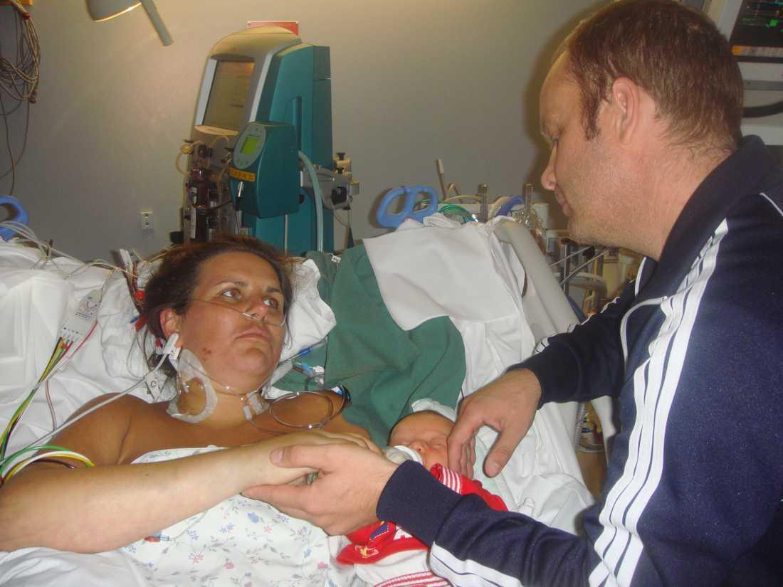 För Mia innebar förlossningen att hon svävade mellan liv och död.