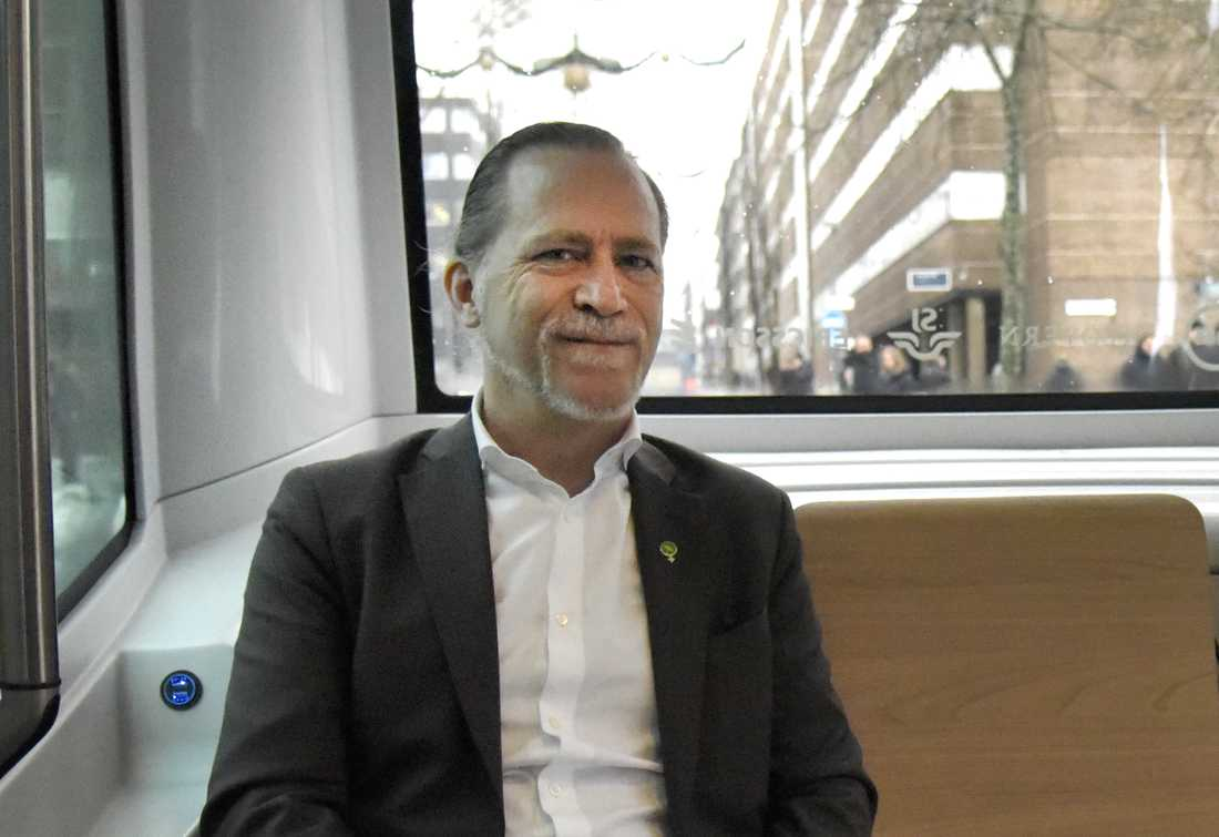 """""""Vi borde inte behöva skruva ner dem bara för att Europride slutar"""", säger trafikborgarrådet Daniel Helldén (MP)."""