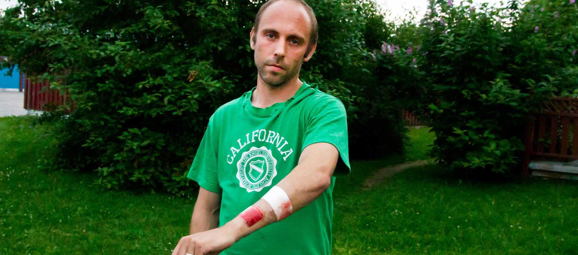 """BITEN. Hunden, vars ägare var berusad, gjorde utfall mot bilar och andra hundar. """"Jag tänkte att det här kommer sluta illa"""", säger Andreas Hällström, 33, som blev biten när han kom till undsättning."""