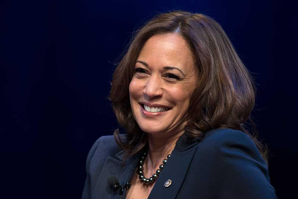Kamala Harris, 55, är senator för Demokraterna i Kalifornien och Joe Bidens val till vicepresidentkandidat.