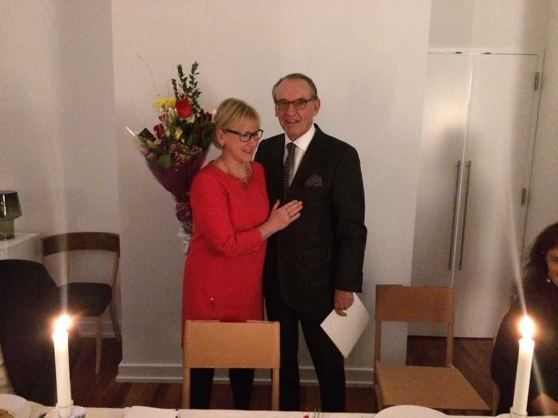 """Margot Wallström och Jan Eliasson som får medalj av regeringen. """"Han var stolt och rörd"""" säger Wallström om pristagaren."""