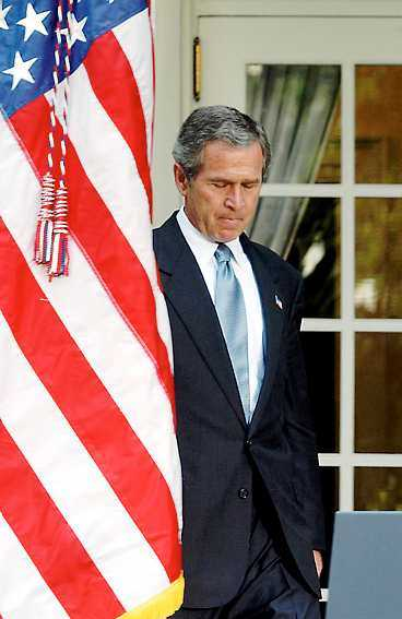 irak - en mardröm för bush Bomben mot FN-högkvarteret i Iraks huvudstad Bagdad borde bli en väckarklocka för USA:s president George W Bush. Om inte USA ändrar kurs riskerar Irak att bli ett paradis för terrorister.