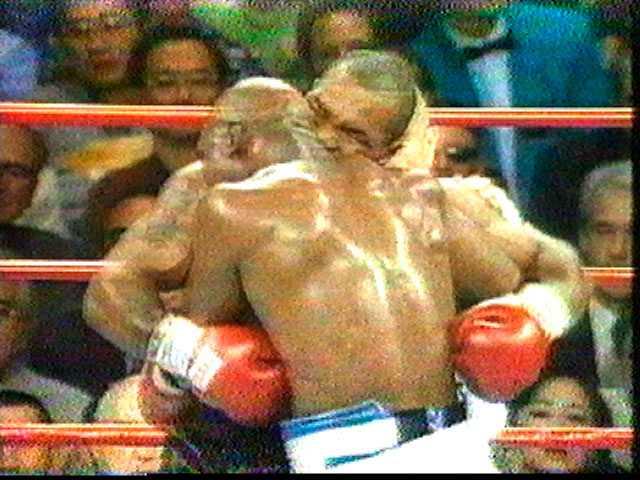 Mike Tyson i den klassiska matchen mot Evander Holyfield 1997. Allt fokus var på händelsen där Tyson bet av örat på Holyfield.