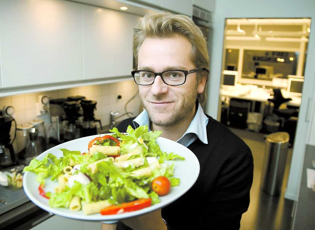 GILLAR MAT Pär Bergkvist, 40, lagar gärna mat och har skrivit fyra kokböcker. Han gillar själv att låta måltiden följa säsongens mat.