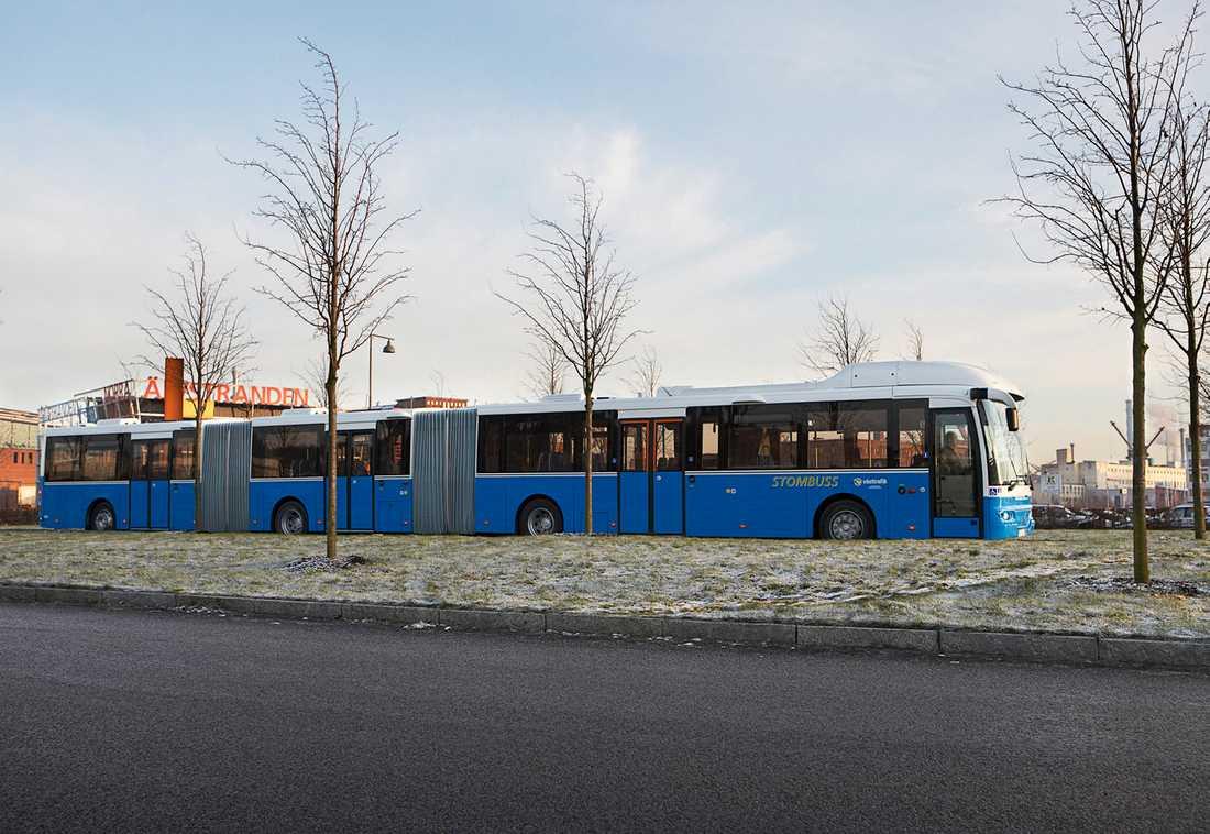 De 24 meter långa, dubbelledade bussar som på försök rullar i Göteborg och Malmö tillåts nu över hela riket. Arkivbild.