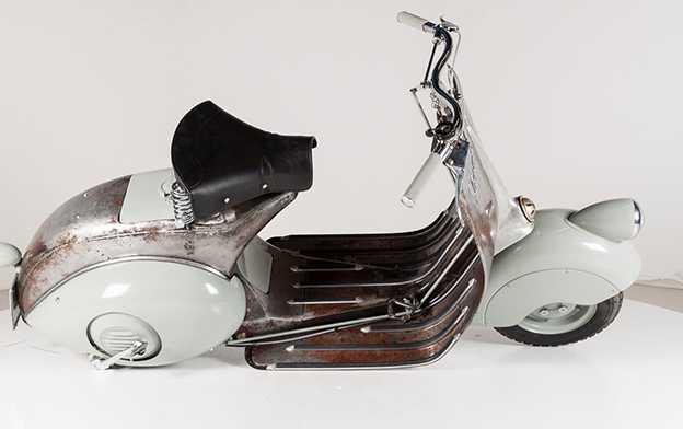 Piaggio från 1946. Handgjord och helt funktionsduglig.