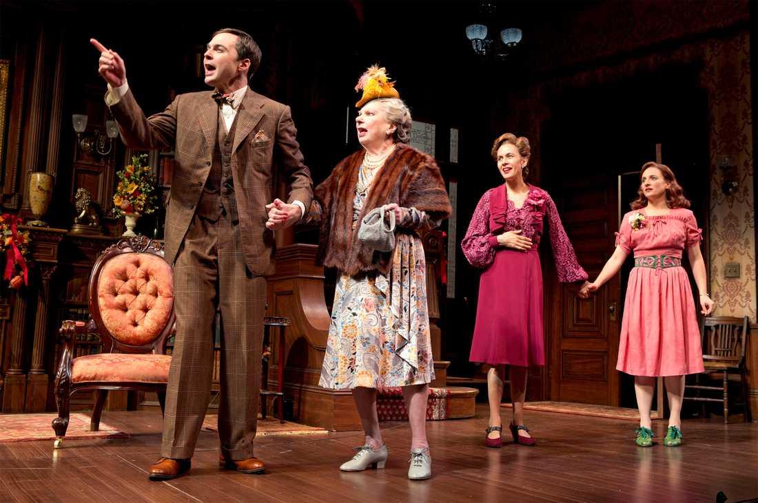 """Angela Paton med Jim Parsons, Jessica Hecht och Tracee Chimo på scen i """"Harvey,"""" New York"""