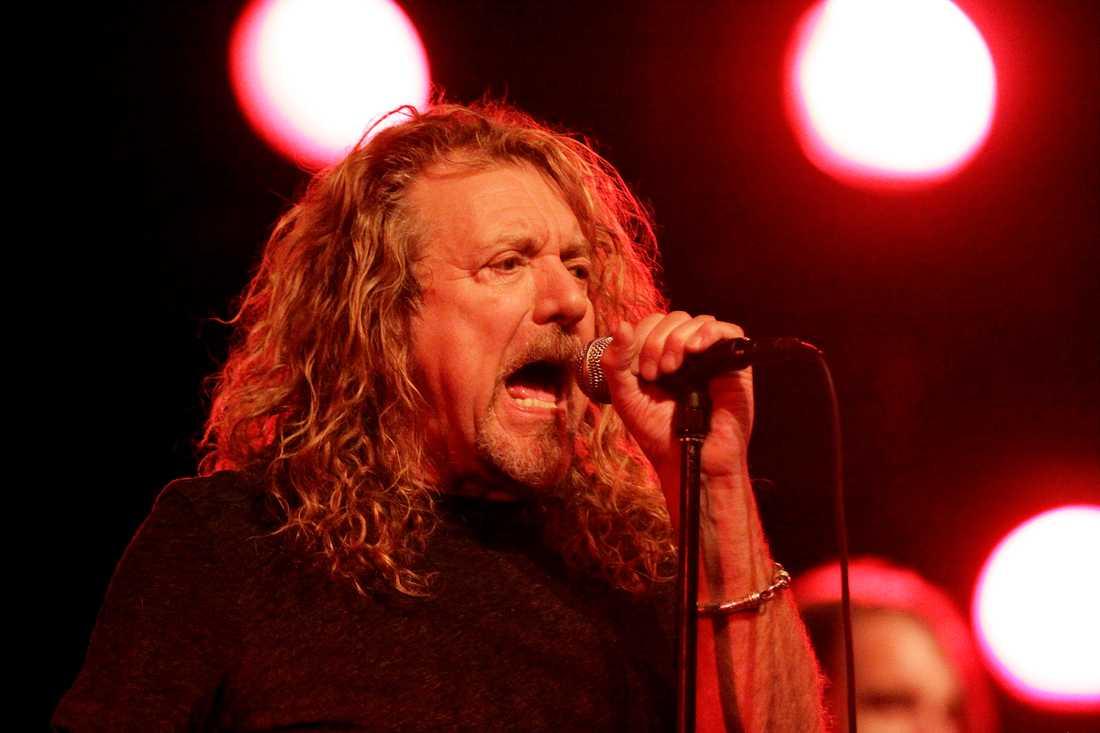 Robert Plant hörs på en vinylsingel med Led Zeppelin som släpps exklusivt för Record Store Day.