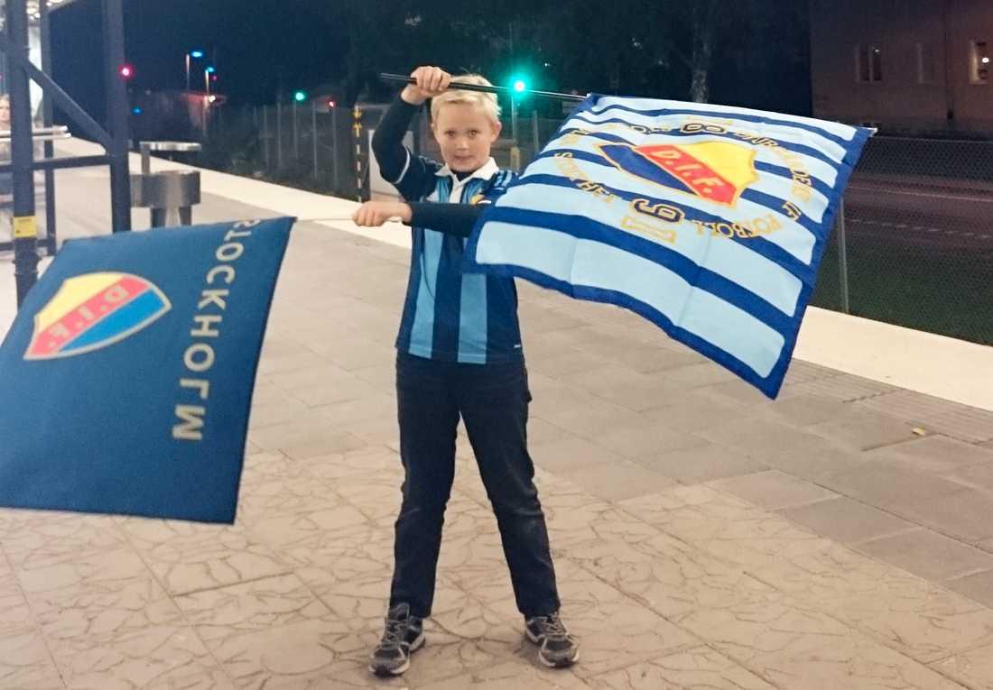 Hösten 2015 fick Carl Wilhelm, då nio år, beskedet på en lagmiddag att han inte längre fick spela kvar i sitt lag i Djurgården.