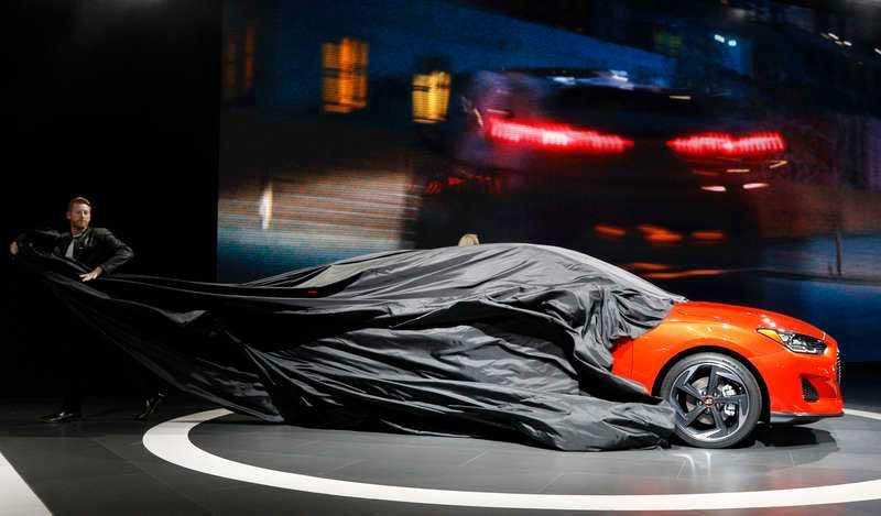 Fabrikanterna drar skynket av nya bilmodeller på Detroits bilmässa.