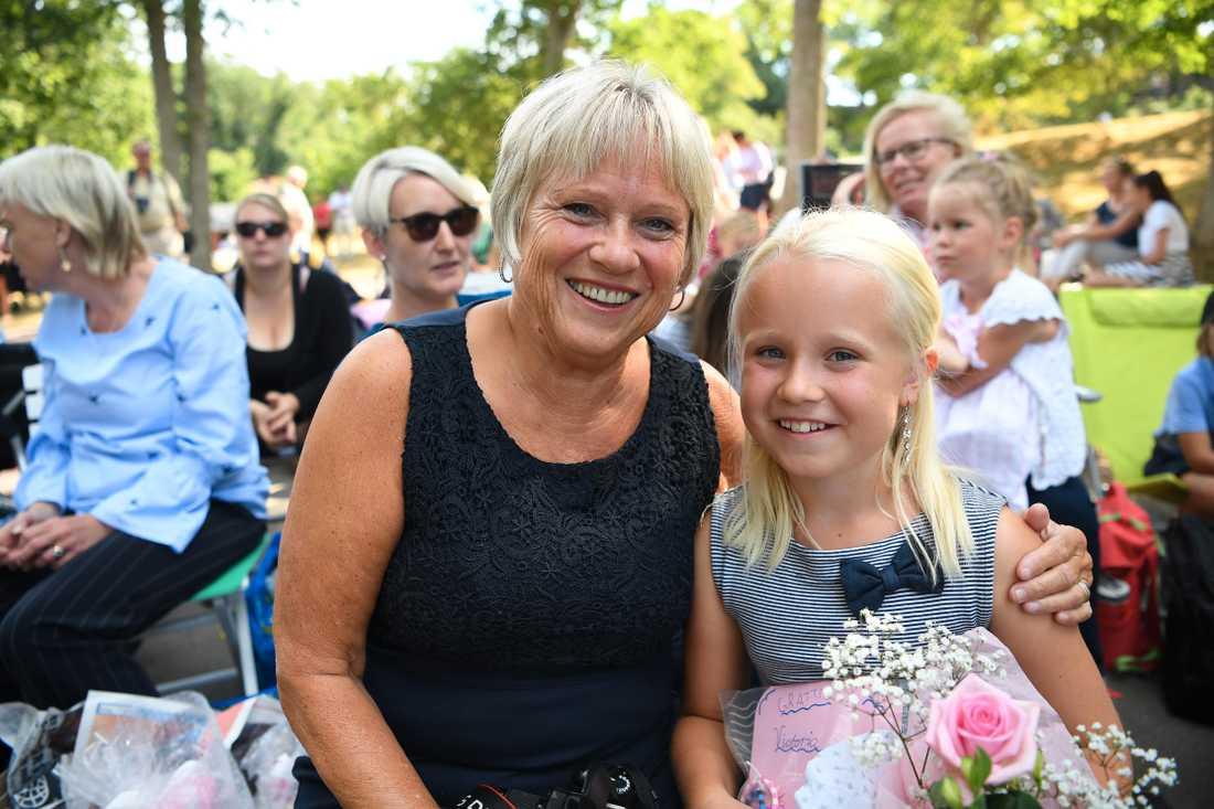 Ida Karlsson, 9 år från Halmstad, är med farmor Lisbeth Johansson, 63 år, för att se kronprinsessan.