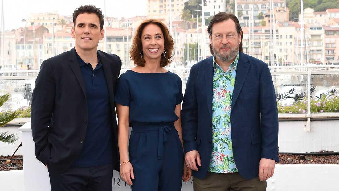 """Matt Dillon, Sofie Grabol och Lars von Trier inför premiärvisningen av """"The house that Jack built"""" på filmfestivalen i Cannes."""