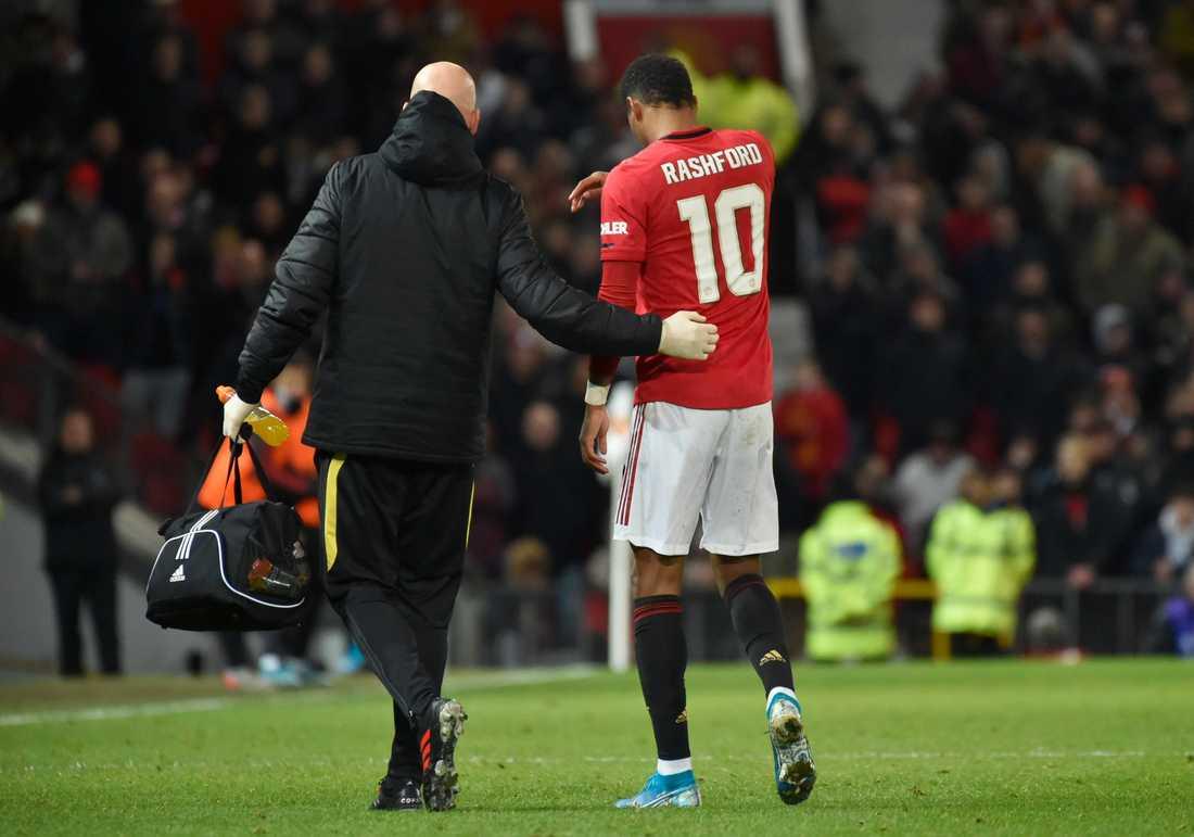 Manchester Uniteds Marcus Rashford tvingades kliva av i matchen mot Wolverhampton.