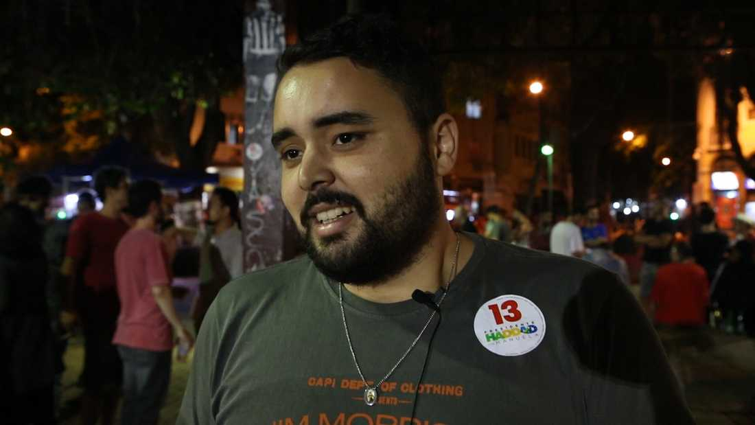 """Gabriel Antoun, 24, är orolig efter nattens val. """"Bolsonaro är den nya Hitler""""."""
