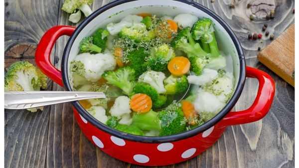 Grönsakssoppa proppad med nyttigheter.