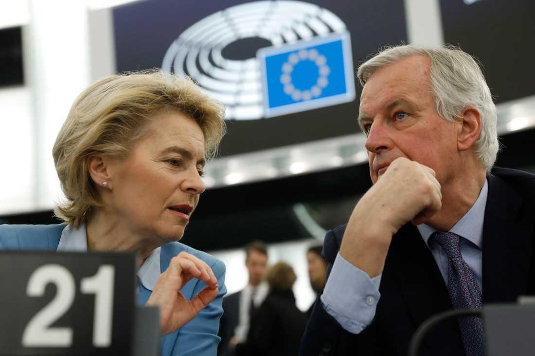 EU-kommissionens ordförande Ursula von der Leyen och brexitchefsförhandlaren Michel Barnier i EU-parlamentet i Strasbourg.