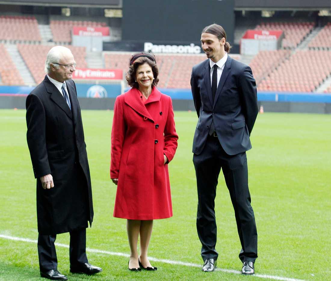 Ett handslag, lite småprat, några skratt, ett par foton och sen var mötet mellan kungaparet och Zlatan Ibrahimovic över.