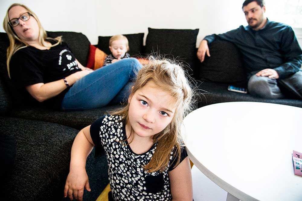 Camilla och Andreas Majunie och deras barn Milo och Saga.