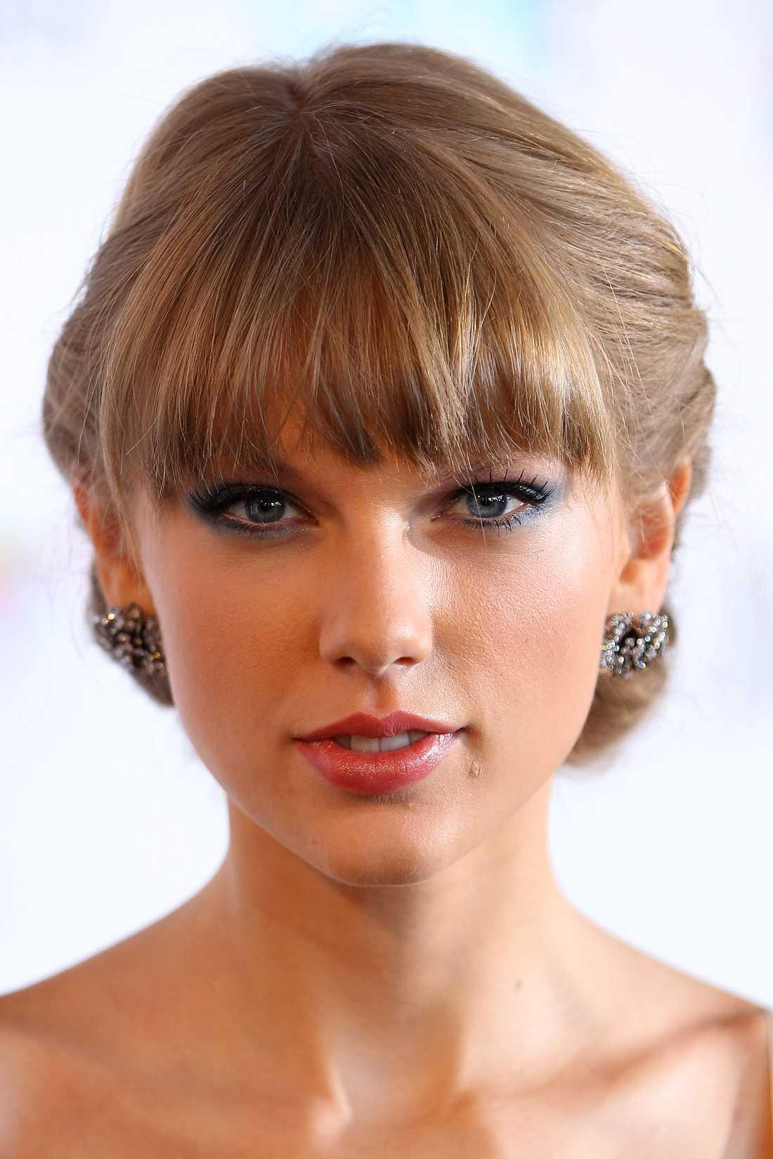 Harrys kärlek  Taylor Swift, supercountrystjärna, fick under den sena hälften av 2012 Harrys hjärta att bulta