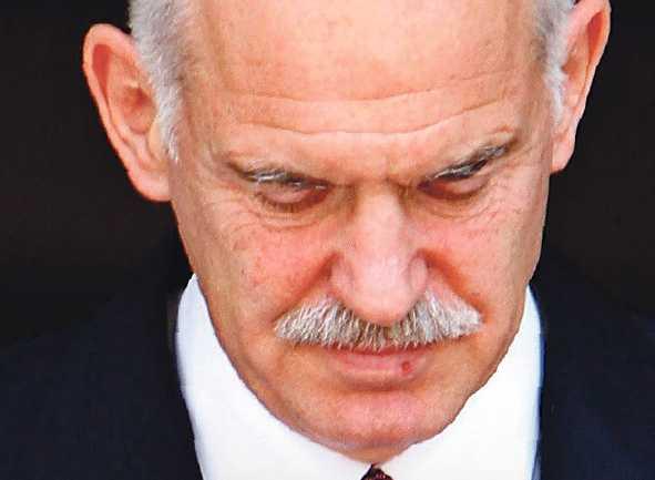"""Giorgos Papandreou, 58 Blev Greklands premiärminister i oktober 2009. Efter bara ett par veckor gick han ut och kallade landets finanser för en katastrof. Han lägger hela ansvaret på """"Ny Demokrati"""" som hade regeringsmakten fram till i höstas. I januari la Papandreou fram en krisplan för att rädda ekonomin. Åtstramningspaket på 4,8 miljarder euro godkändes i mars. I april säger sig euro- länderna vara villiga att låna ut 30 miljarder euro till Grekland."""