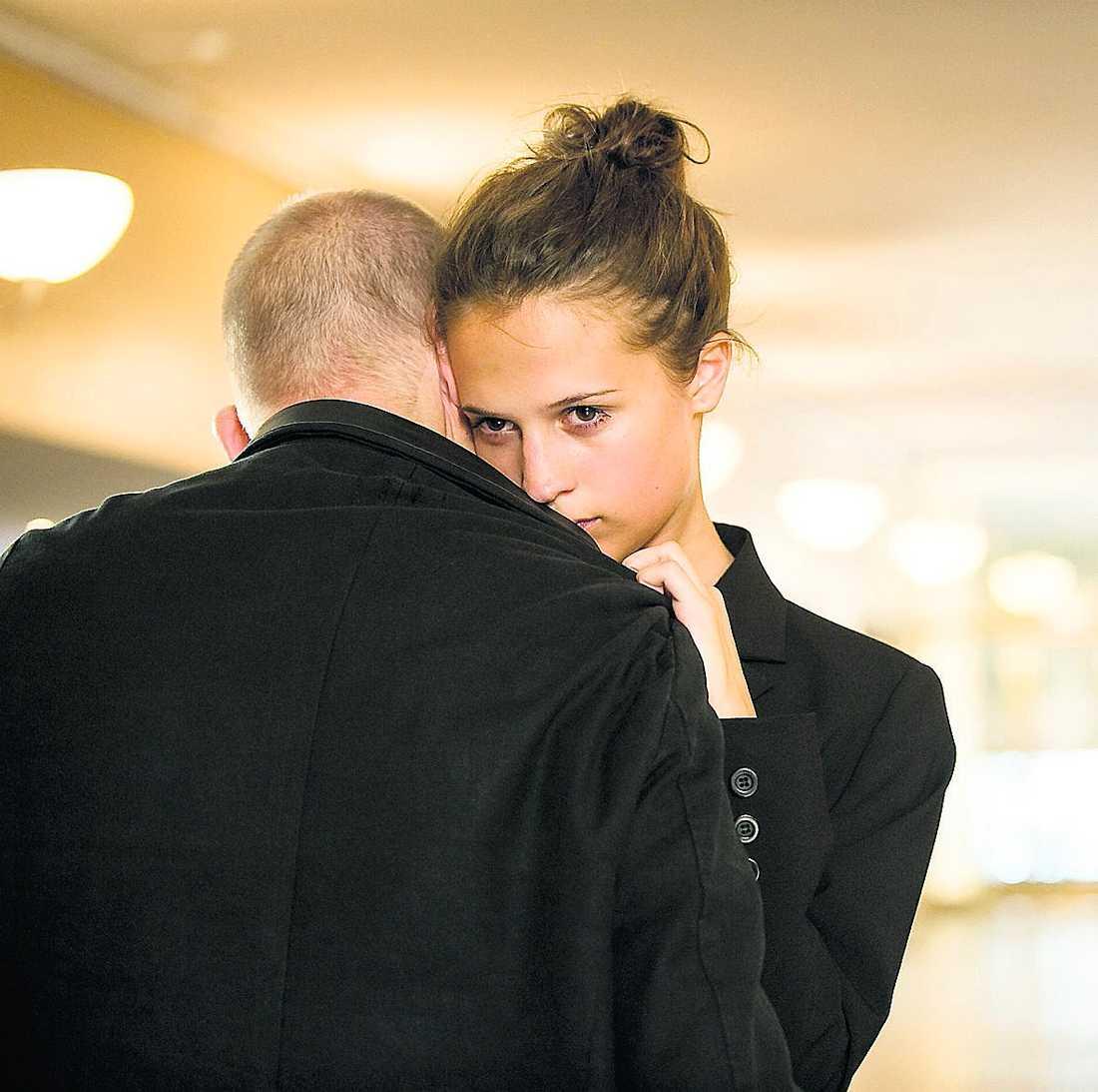 """Samuel Fröler och Alicia Vikander i """"Till det som är vackert""""."""