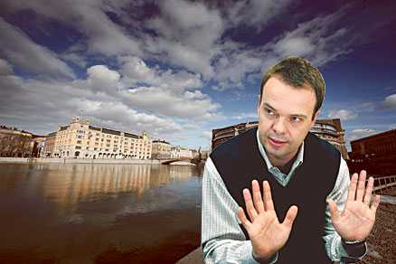 """JOBBAR FÖR JÄMSTÄLLDHET Arbetsmarknadsminister Sven Otto Littorin är medlem i en klubb som inte tillåter kvinnliga medlemmar. Det rimmar illa med Fredrik Reinfeldts regeringsförklaring när alliansen tog över i Rosenbad:  När män och kvinnor delar makt och inflytande i alla delar av samhällslivet får vi ett bättre samhälle.""""  Bilden är ett montage"""