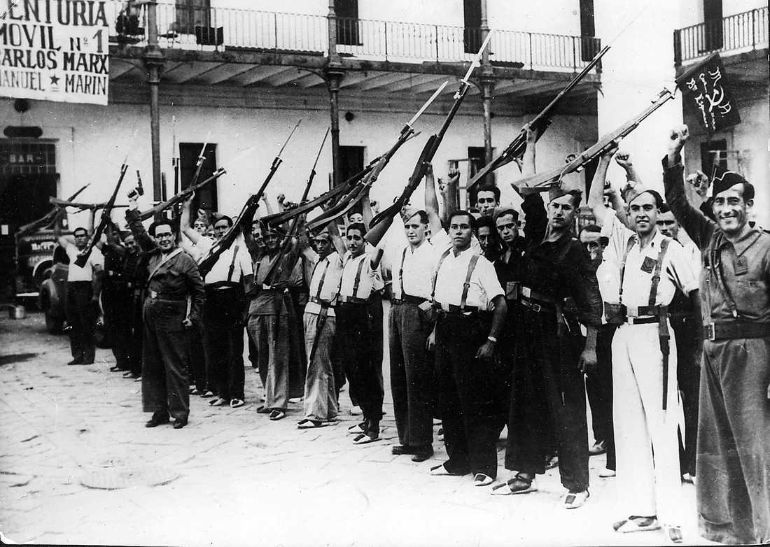 Regeringstrupper i Barcelona strax innan de begav sig till slagfältet.
